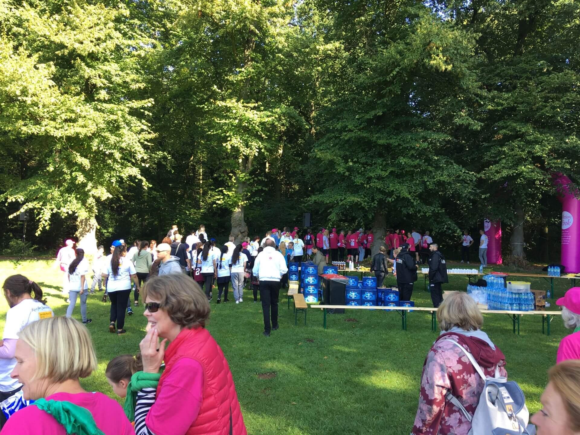 Volksfest-Stimmung in Hamburger Volksparkt beim 4. Race for Survival am 3. September 2017