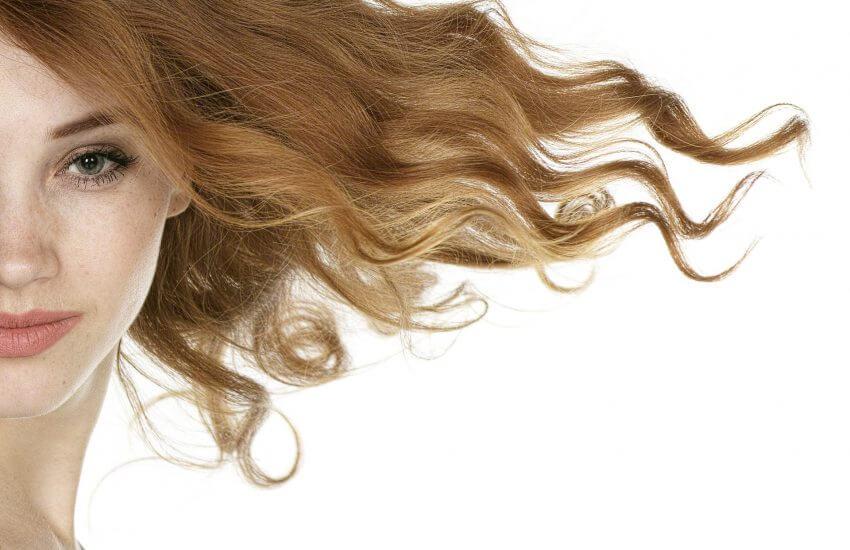 Halbportrait einer jungen Frau mit wehenden blonden Haaren | Foto: Pixabay
