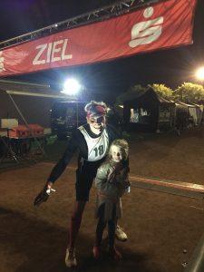 Tilo Degenhardt mit Tochter beim 24-Stunden-Lauf