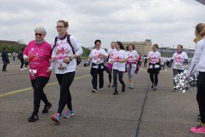 Walken für Brustgesundheit beim 1. Race for Survival in Berlin