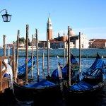 Pfähle in der Lagune von Venedig